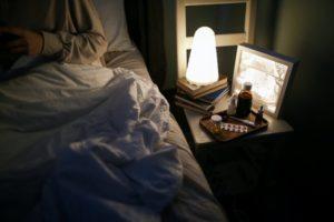 Ein Nachtlicht am Bett