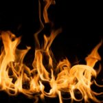 Feuerlöschspray gegen die Feuerflammen