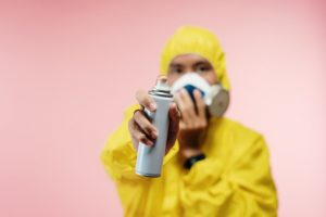 Mottenspray sprayen