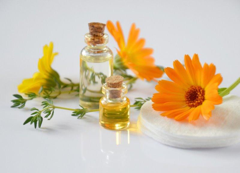 Verschiedene Ätherische, Öle die für Mückensprays genutzt werden können