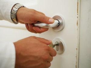 Türe öffnen mit einem Schlüssel